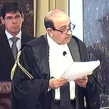 Caduta di stile per l'ex magistrato Raffaele De Dominicis